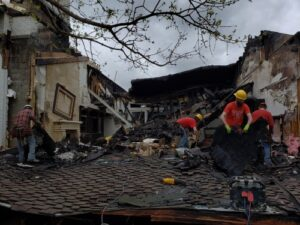 FIRST PRIORITY DKI RESPONDS TO BARRINGTON HILLS MANSION FIRE